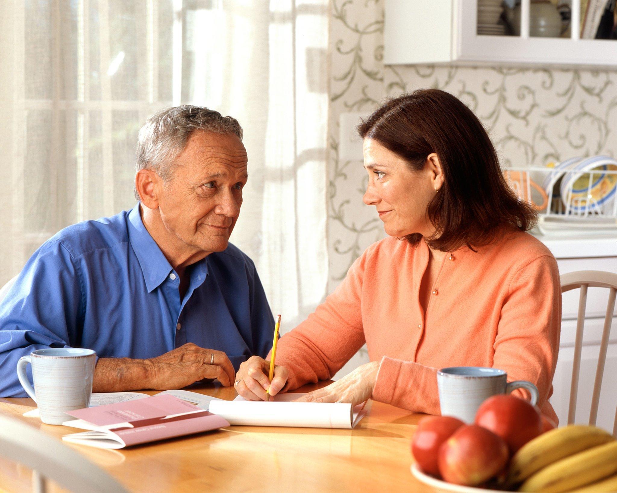 Что лучше дарственная или договор купли-продажи между родственниками?