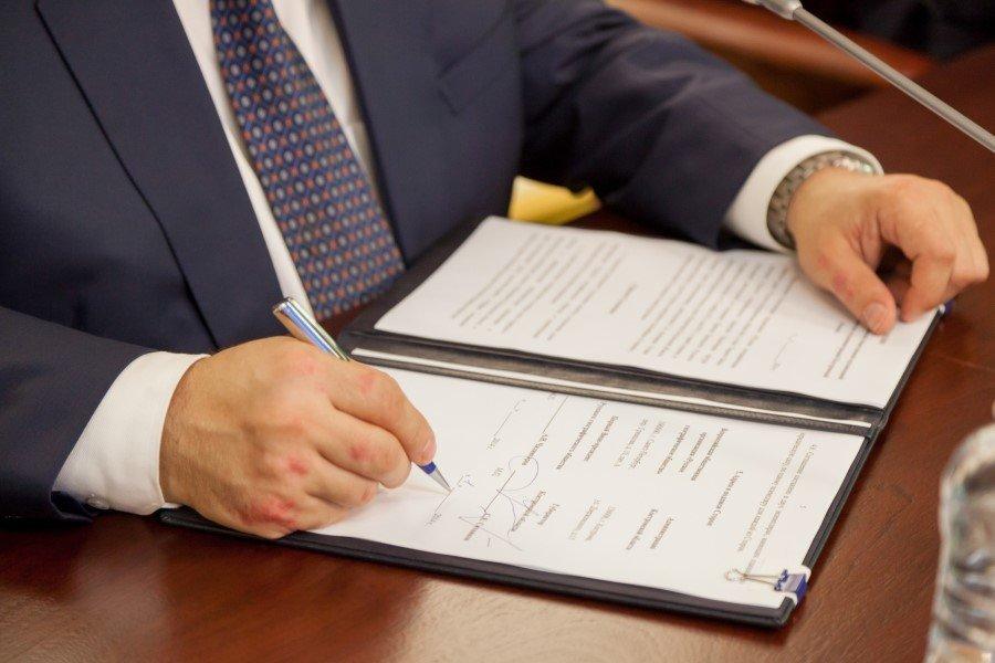 Основания и последствия прекращения доверенности по закону